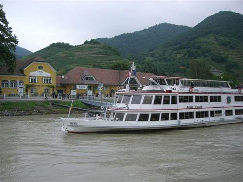 ドナウ川クルーズ船