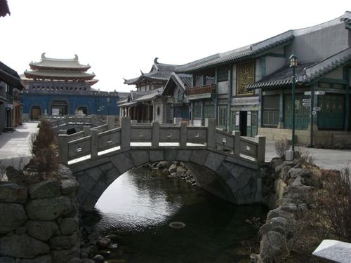 市場通りから橋と宮殿を
