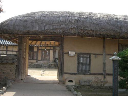 藁葺き家屋