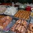 店前のドーナツ