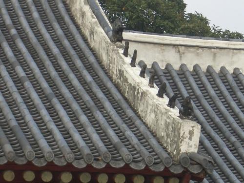 宗廟(チョンミョ)屋根の魔よけ