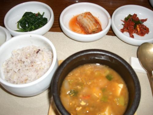 基本惣、ご飯と味噌チゲ