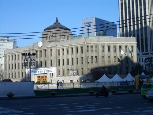 市庁舎前の屋外スケートリンク