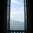 宮殿の窓から