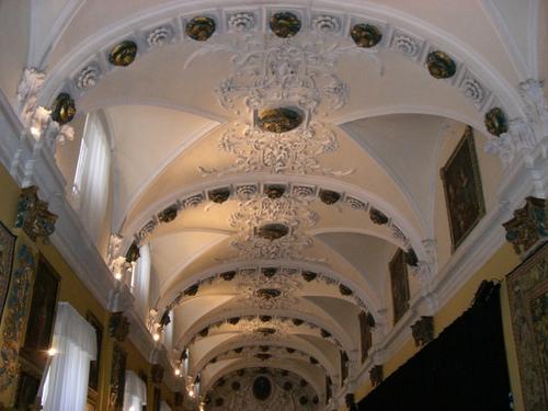 宮殿の廊下の天井装飾