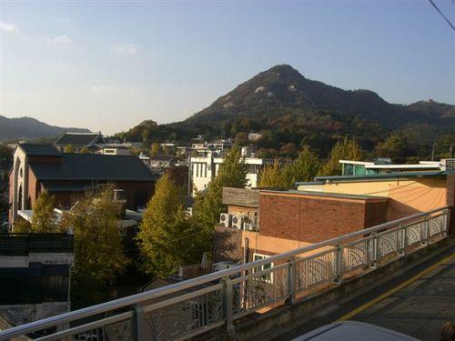 北漢山(プッカンサン)が見える風景