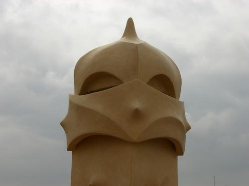宇宙人?いえ、カサ・ミラの煙突