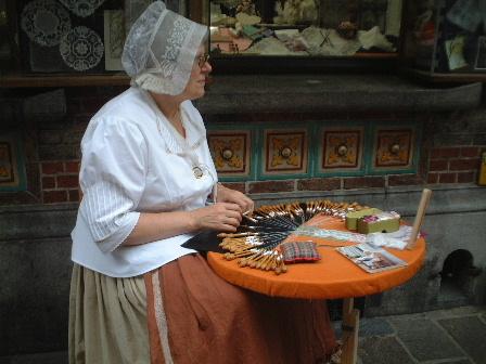 ベルギー・ブルージュ/・レースを編むおばあちゃん