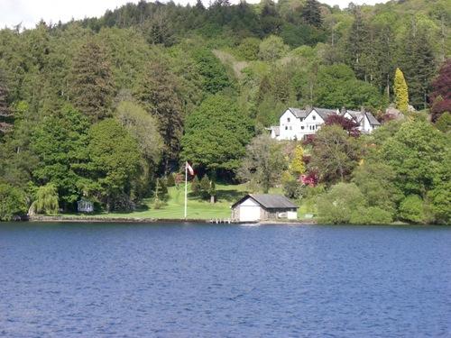 ボートハウスのある家
