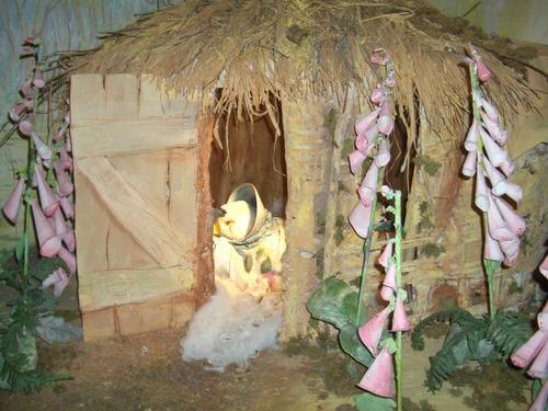 ジマイマが卵を孵す薪小屋