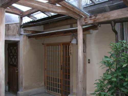亀の井別荘・部屋入り口